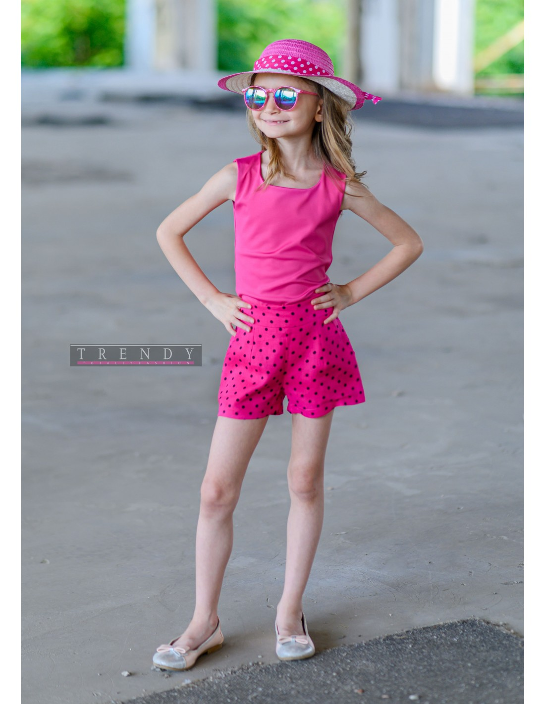 Детски панталонки на точки
